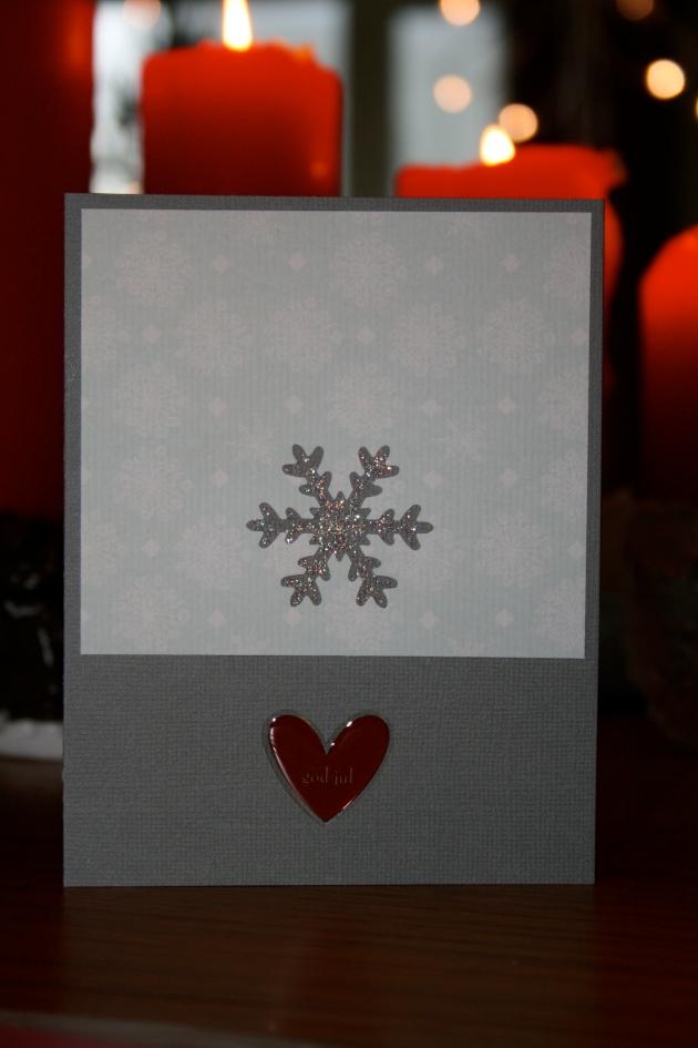 Julkort 2013 - grått kort med snöflingepapper